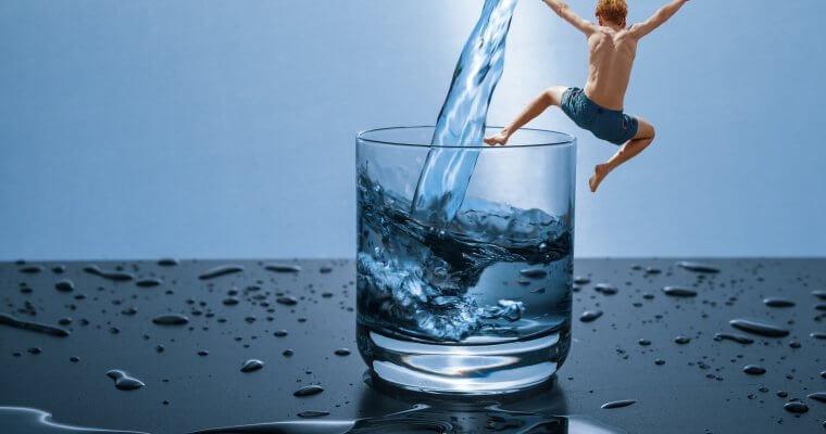 Чаша вода: 8 неща, които се случват, когато изпиете чаша вода веднага след ставане
